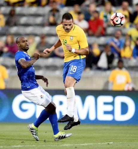 巴西队热身赛2-0轻取巴拿马