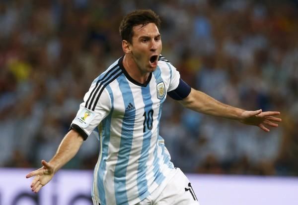 梅西带伤回阿根廷备战世预赛