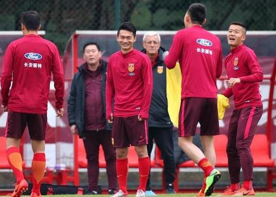 国脚在广州准备世预赛对韩国